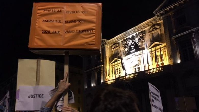 Protesters still express their wrath under the windows of the Marseilles Town Hall. / © JMB / France 3 Provence-Alpes