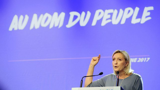 "L'association lyonnaise ""Au nom du peuple"" conteste son slogan au FN"