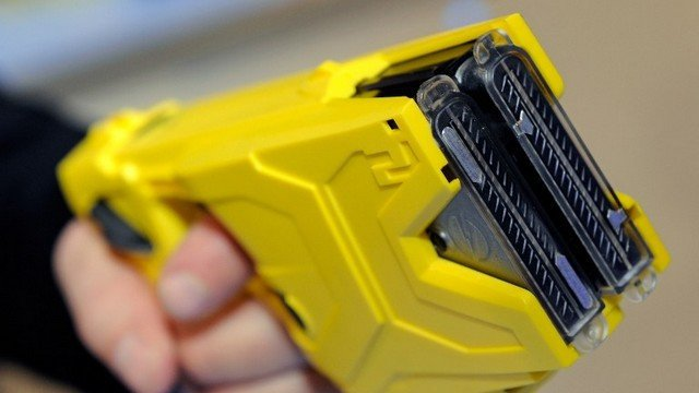 Un Taser international X2 (Archives) / © ETHAN MILLER / GETTY IMAGES NORTH AMERICA / AFP