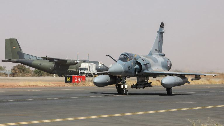 Marseille : un Mirage 2000 intercepte un avion de ligne algérien