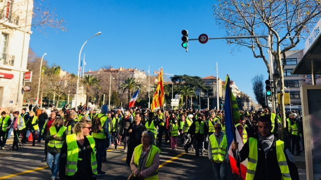 Gilets jaunes : plus de 3 000 manifestants à Toulon sous tension