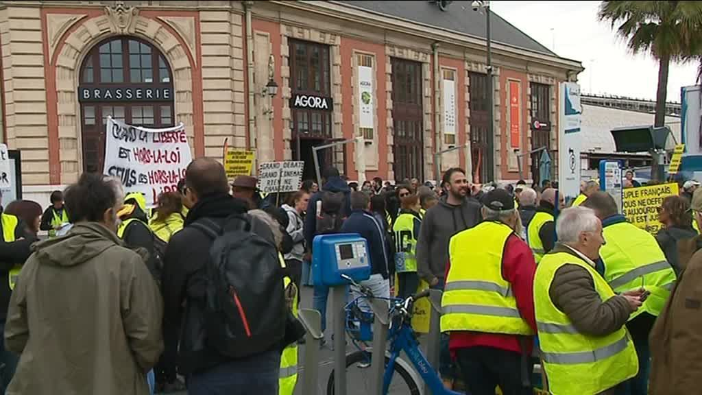 Gilets jaunes : interdiction de manifester à Nice et à Cannes