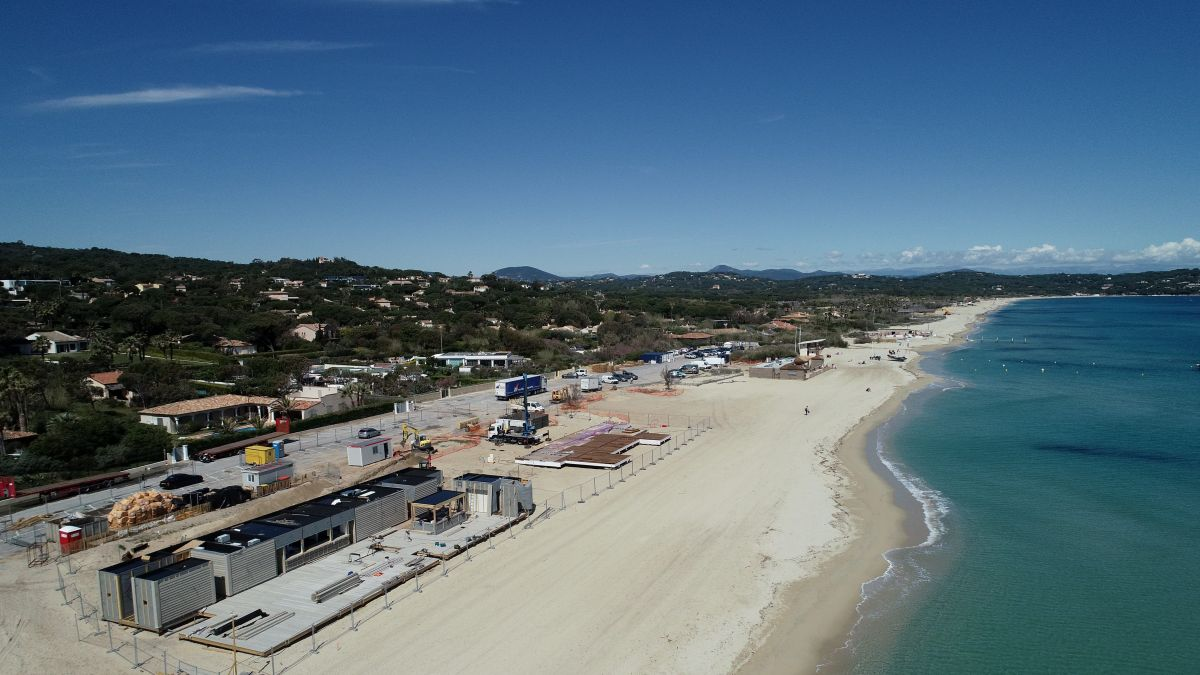 Le réaménagement des plages de Pampelonne, photo du 8 avril / © Sebastien Botella/MAXPPP
