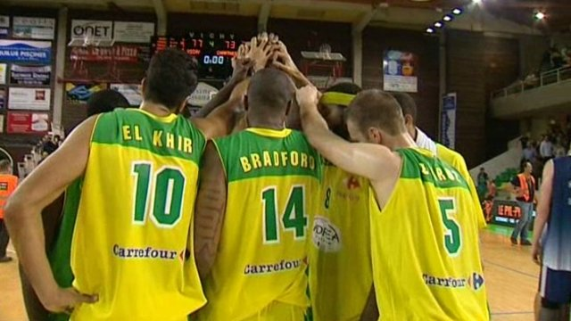 Vichy vient � bout de Chartres (77-73) in extremis