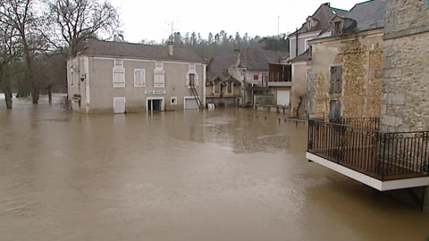 La Dordogne reste en alerte orange inondations