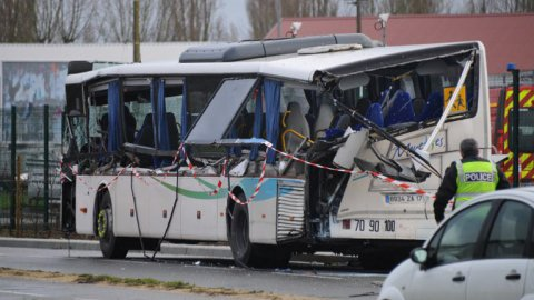 Rochefort : 6 adolescents tués dans un accident de bus scolaire