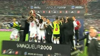 Guingamp remporte la Coupe de France face à Rennes en 2009