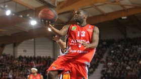 Steed Tchicamboud (Elan Chalon) / © Thierry Larret/Maxppp- Basket