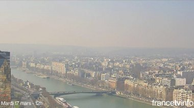 La Seine, près du quartier de Javel, photographiée les 17 et 18 mars à Paris. / © WEBCAM TRAVELS / FRANCETV INFO