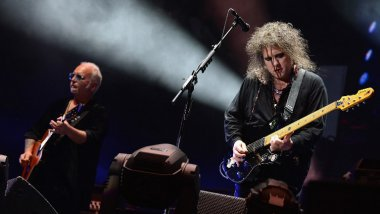 Reeves Gabrels et Robert Smith (groupe Cure) sur scène (archives 2013) / © Theo Wargo/Getty Images/AFP
