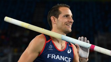 France's Renaud Lavillenie smiles in the Men's Pole Vault Qualifying Round during the athletics event at the Rio 2016 Olympic Games at the Olympic Stadium in Rio de Janeiro on August 13, 2016. / © FRANCK FIFE / AFP