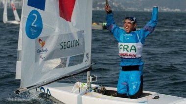 Le skipper paralympique Damien Seguin remporte l'or à Rio / © AFP - T. Lovelock