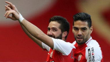 Joao Moutinho fête son but avec  Radamel Falcao. / © VALERY HACHE / AFP