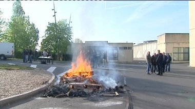 Rassemblement devant le centre de détention de Val de Reuil le 11 avril 2017 / © France 3 Normandie