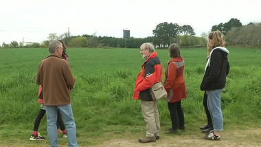 Des opposants au projet d'extension d'une porcherie à Plovan - avril 2017 / © France 3 Bourgogne