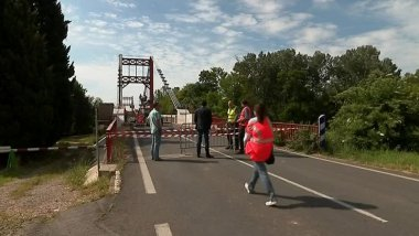Le pont suspendu de Canet, dans l'Hérault, est fermé depuis un peu plus d'un mois - 18 avril 2017 / © France 3 LR