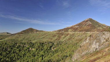 Le Puy Mary dans le Cantal est l'un de sites reconnus par le guide vert Michelin 2017. / © THIERRY ZOCCOLAN / AFP