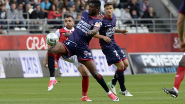 10 ème journée du championnat de Ligue 2 : le Clermont Foot s'incline 1-0 face au Stade de Reims. / © MaxPPP/Christian LANTENOIS l'Union/l'Ardennais