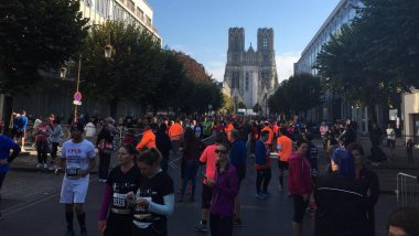 Le départ de l'édition 2017 de Run in Reims, devant de la cathédrale (photo d'illustration). / © Amandine Caniard / France 3 Champagne-Ardenne