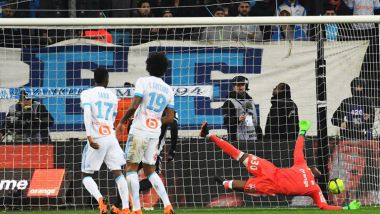 Steve Mandanda encaisse un but face à Lyon hier soir sur la pelouse du stade Orange-Velodrome / © Photo AFP Anne-Christine Poujoulat