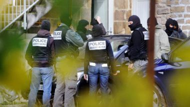 Arrestation des suspects à Tarnac, le 11 novembre 2008. / © AFP/THIERRY ZOCCOLAN
