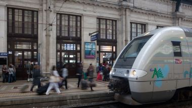 Un TER à la gare de Bordeaux-Saint-Jean. Photo d'illustration. / © LOIC VENANCE / AFP
