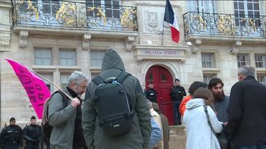 Des militants anti-nucléaire devant le tribunal de Bar-le-Duc (Meuse) / © Photo : Laurent Parisot, France 3 Lorraine