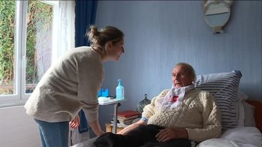 Charline Houssemand au chevet d'un patient / © Stiliana Peev, France 3 Lorraine