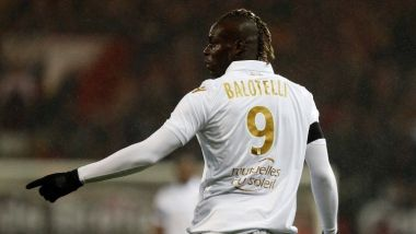 l'attaquant niçois Mario Balotelli lors du match contre Guingamp. / © CHARLY TRIBALLEAU / AFP