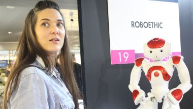 Flavie Laborie, cofondatrice de Roboethic, au salon Human Tech Days de Tours / © Yacha Hajzler / France 3 CVDL