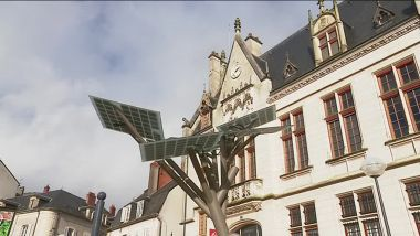 "L'arbre ""E-Tree"" installé à Nevers, symbole de l'innovation / © FTV"