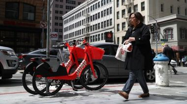 Des vélos en autopartage Jump à San Francisco (Etats-Unis). / © JUSTIN SULLIVAN / GETTY IMAGES NORTH AMERICA / AFP