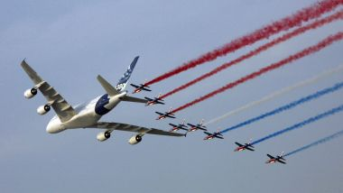 Photo d'archives Un A380 avec la patrouille de France / © AFP