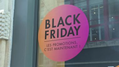 Une affiche annonçant le Black Friday sur la devanture d'un commerce bordelais. Photo d'illustration. / © France 3 Aquitaine
