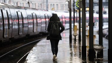 Une femme marche sur un quai, gare Saint-Lazare - Photo d'illustration / © IP3 PRESS/MAXPPP